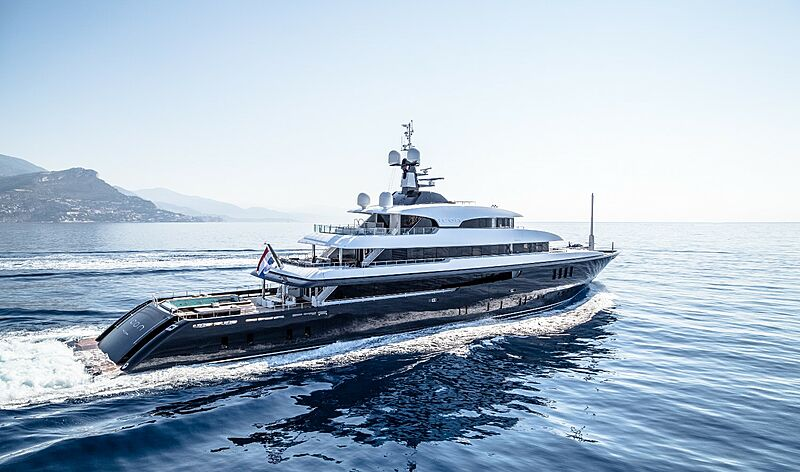 Icon Yacht - running shot