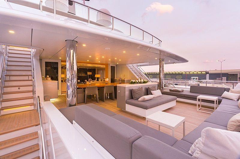 Icon Yacht - sky lounge