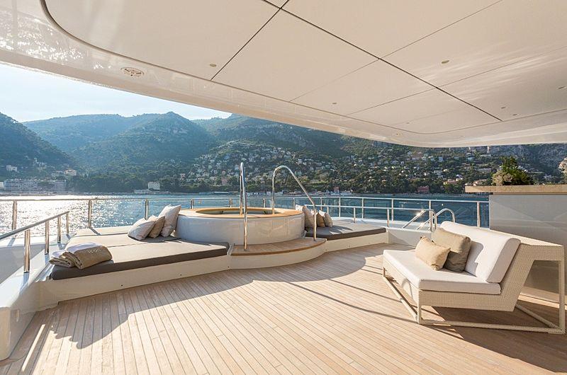 Icon Yacht - jacuzzi deck