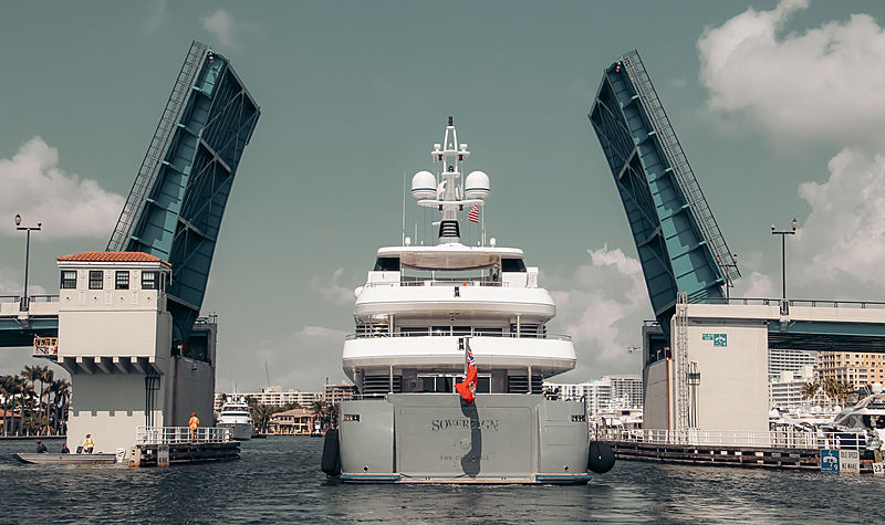 Motor yacht Sovereign arriving in Fort Lauderdale