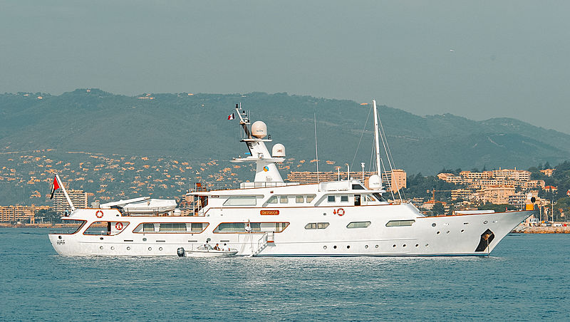 Um Harair motor yacht in Cannes