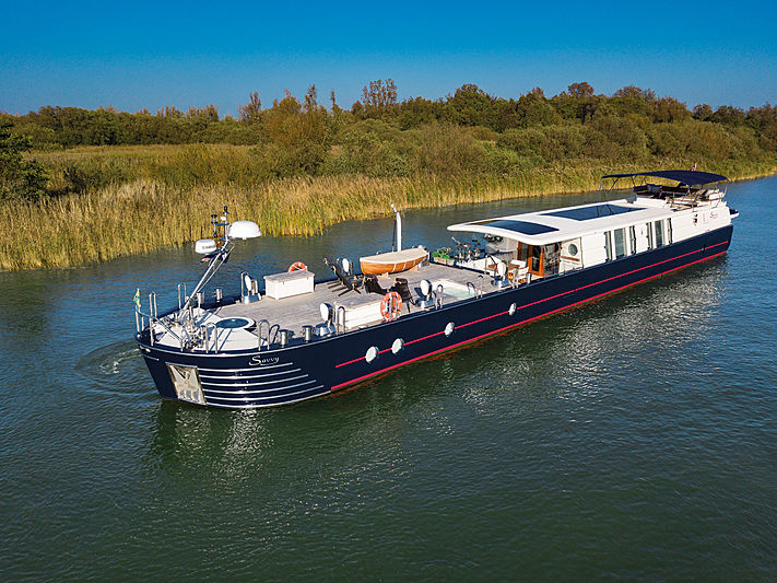 Savvy yacht