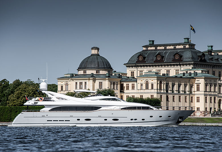 Custom Line 112 yacht Queen of Sheba