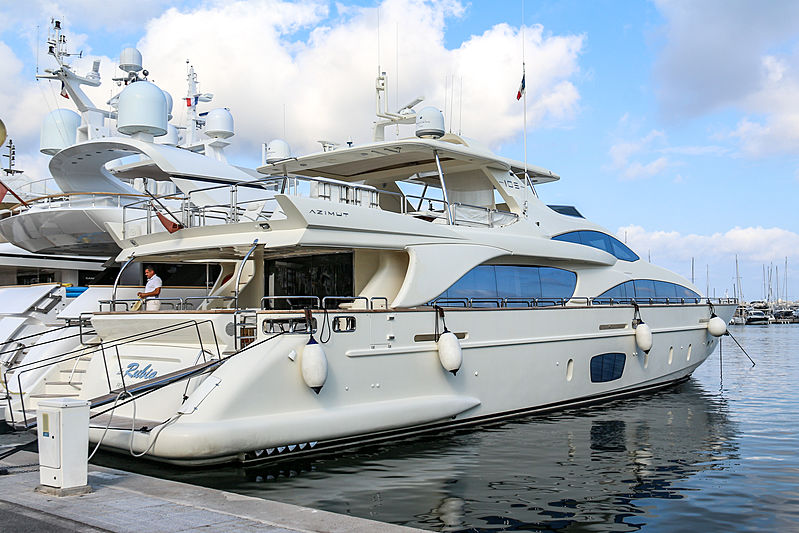 La Rubia yacht in port Camille Rayon