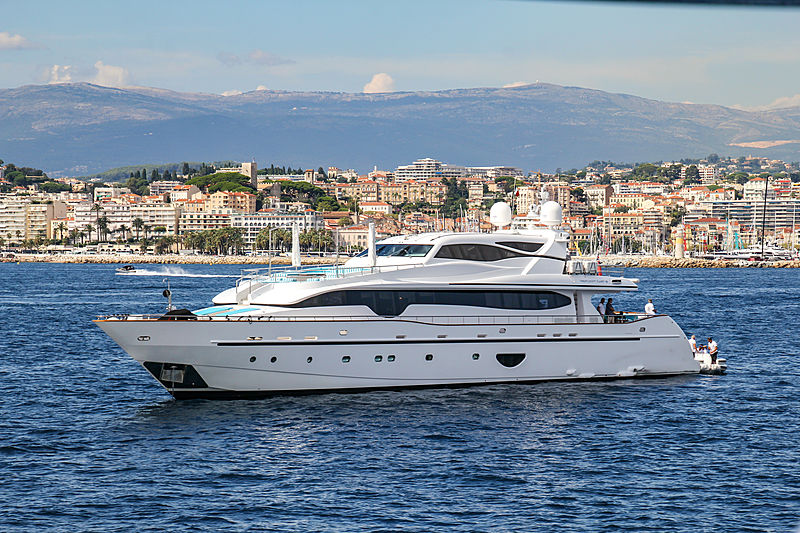 Lady Candy 3 yacht in Cannes