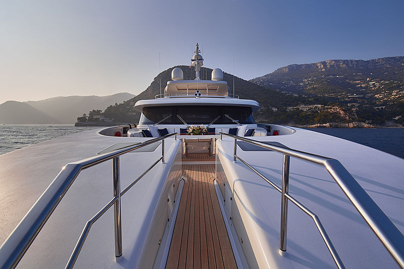 Forwin yacht foredeck