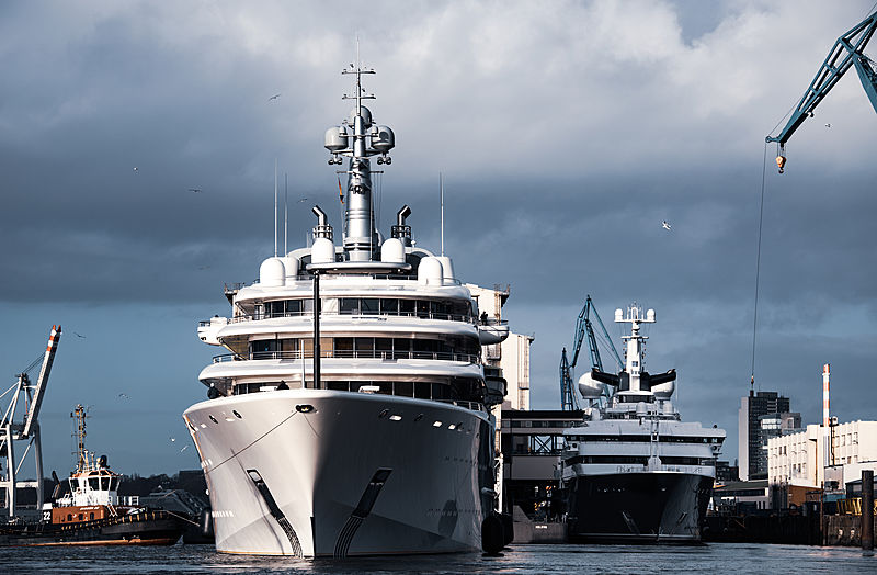 Eclipse and Octopus superyachst in Hamburg