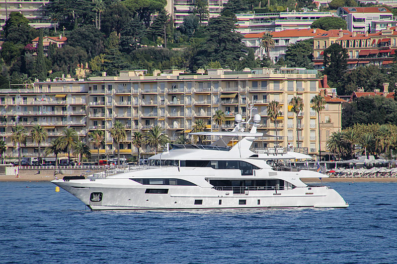 Perla yacht in Cannes