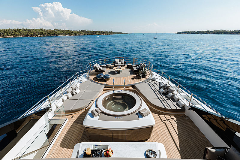 Solo yacht deck