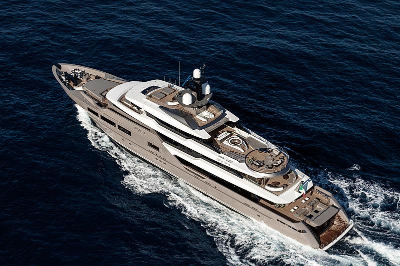 Solo yacht cruising