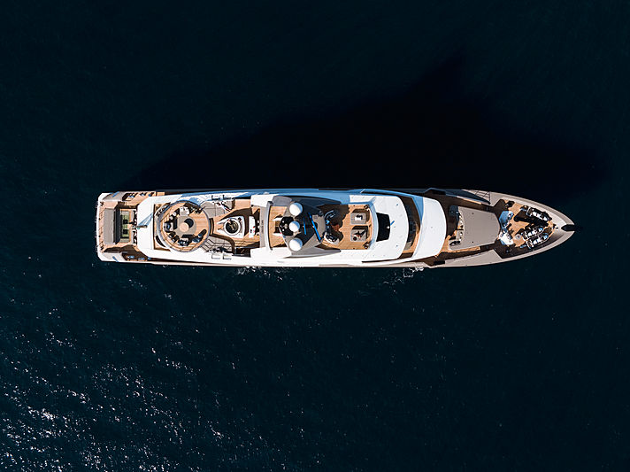 Solo yacht anchored
