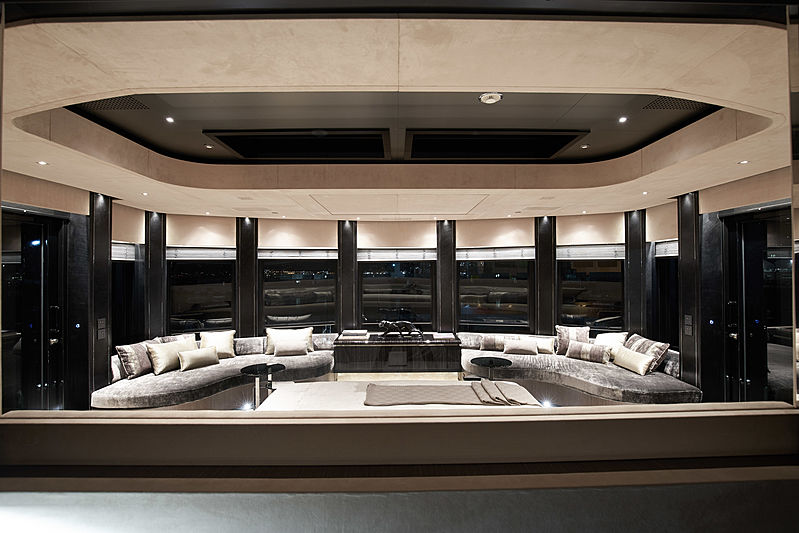 Solo yacht master suite