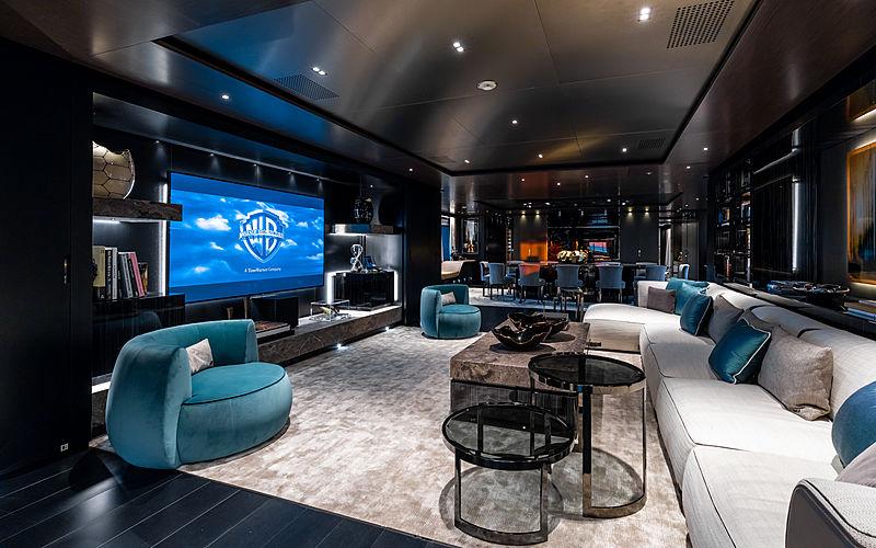 Solo main deck saloon