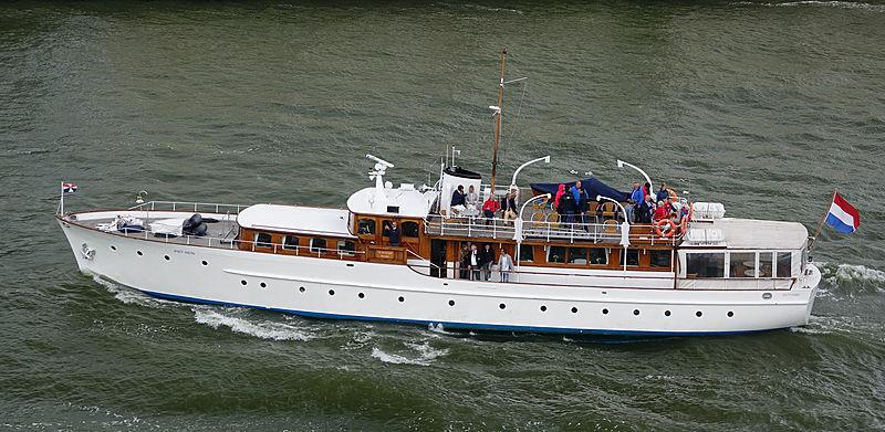Piet Hein classic motor yacht