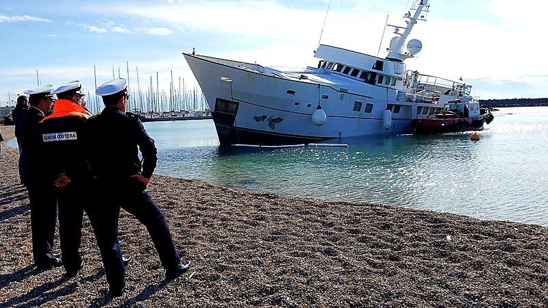 Nibani yacht aground near Rome