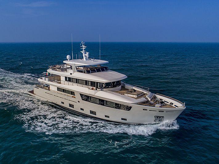Mimi La Sardine yacht cruising