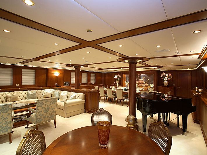 Montigne sailing yacht saloon