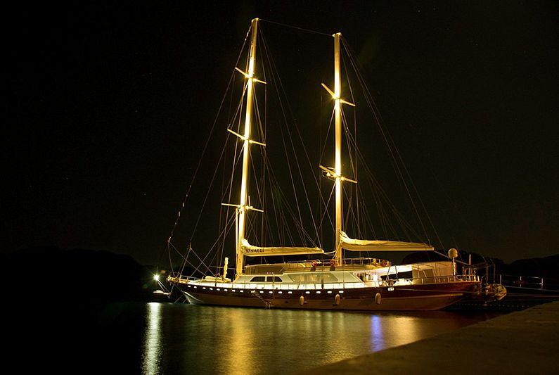 Minalli yacht at night