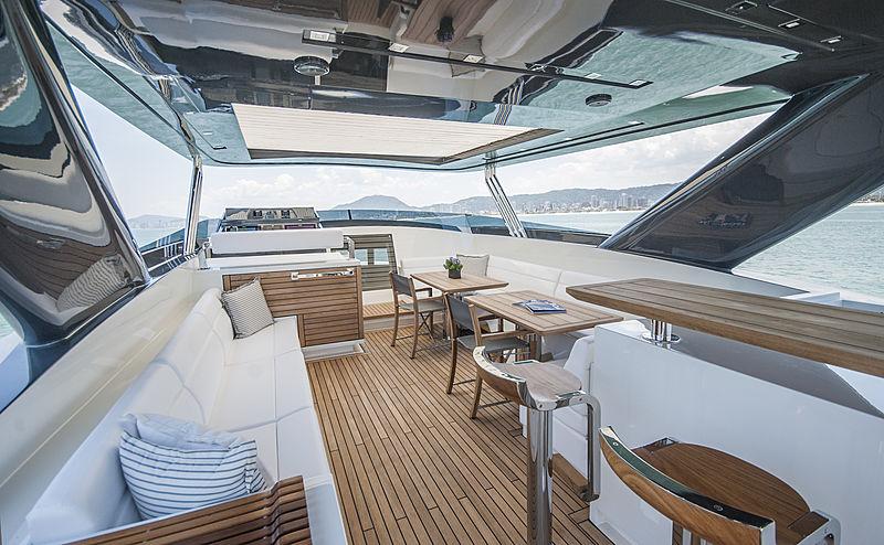Ragner yacht sundeck