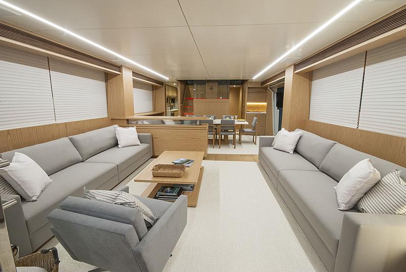 Ragnar yacht saloon