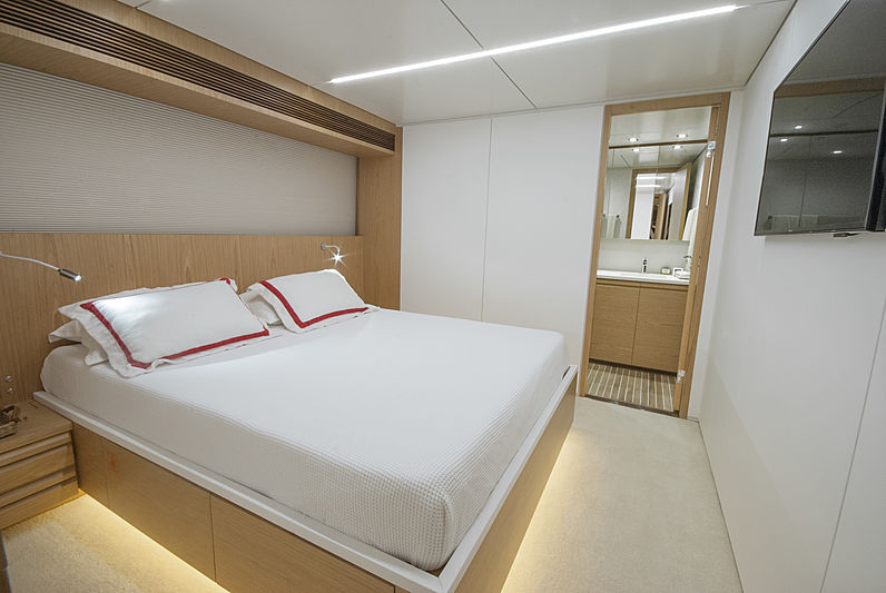 Ragnar yacht guests's cabin