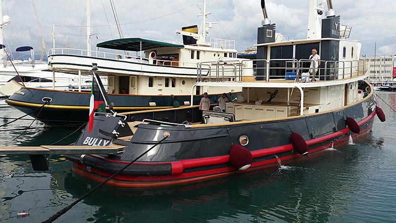 Bully tug yacht