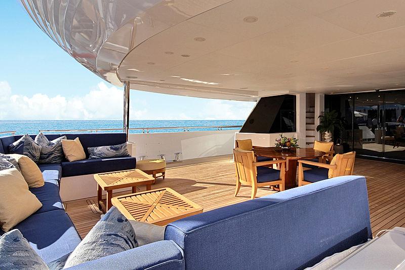 Balista yacht main deck