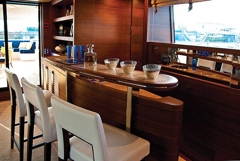 Balista yacht bar