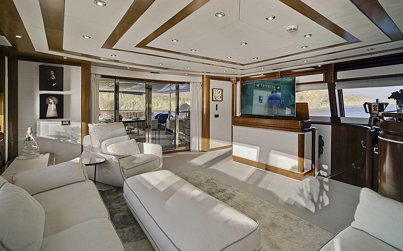Bunker yacht saloon