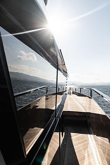 Rock yacht sidedeck