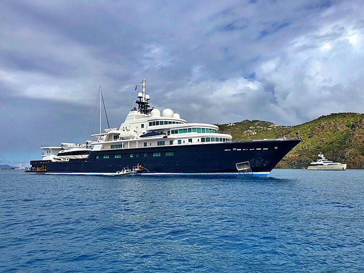 Le Grand Blue anchored off St Barths