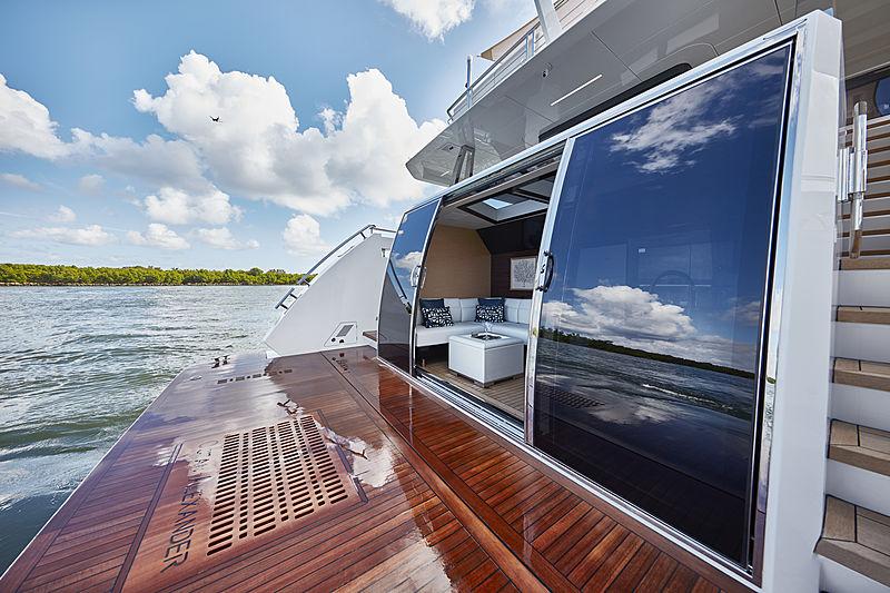 Ocean Alexander 90R yacht beach club