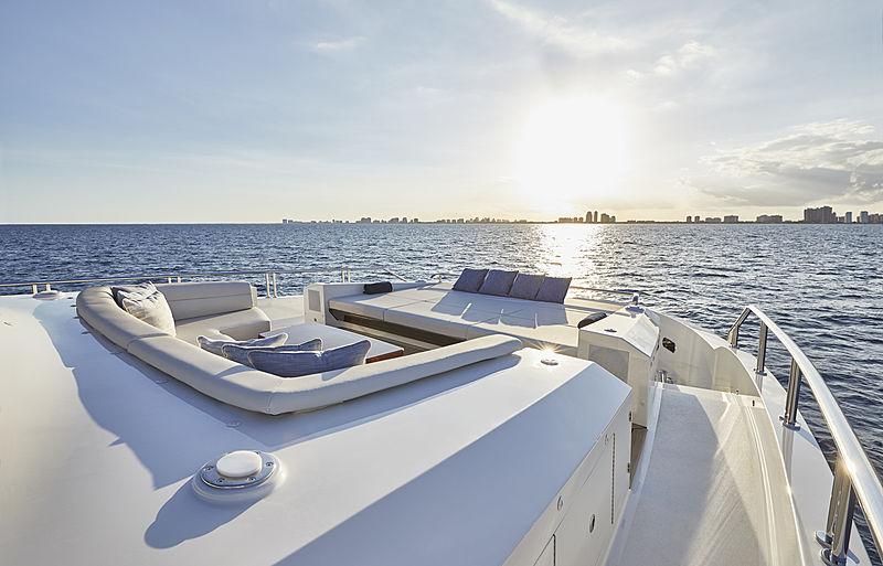 Ocean Alexander 90R yacht foredeck