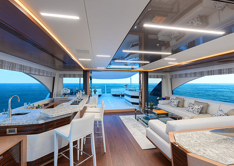 Ocean Alexander 90R yacht upper deck saloon