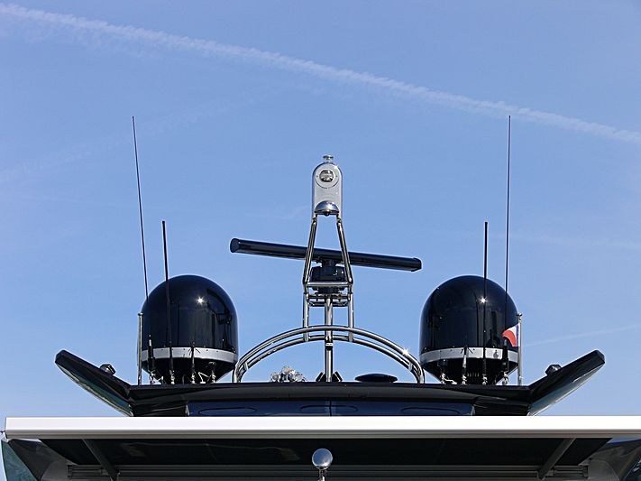 Shiver yacht mast and domes