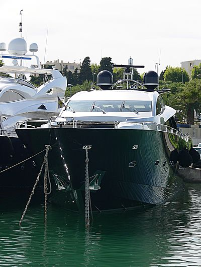 Shiver yacht in Antibes