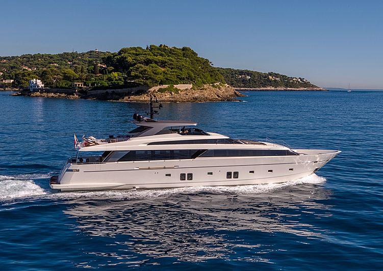 Brabus 7 yacht cruising