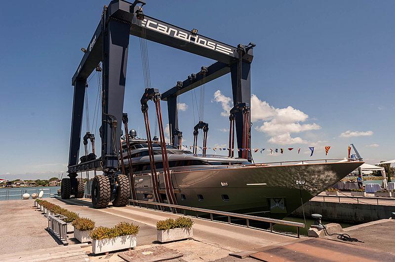 FAR AWAY yacht Canados