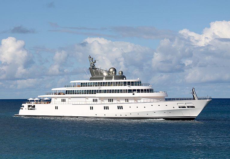 Rising Sun yacht off St Barths