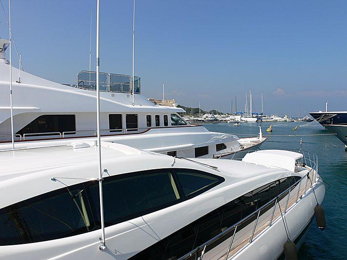 Oscar 2 yacht in Antibes