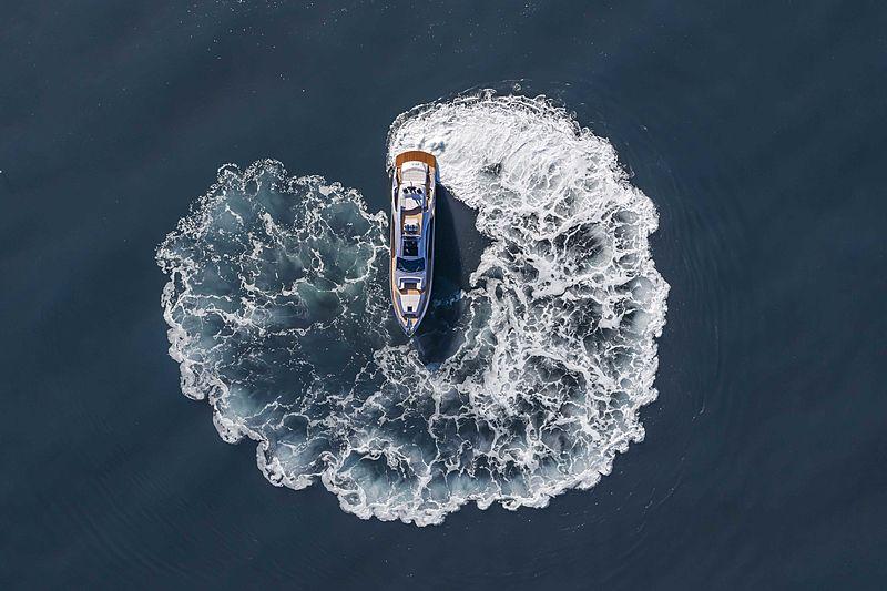 Pershing 8X yacht aerial