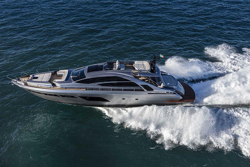 Pershing 8X yacht running