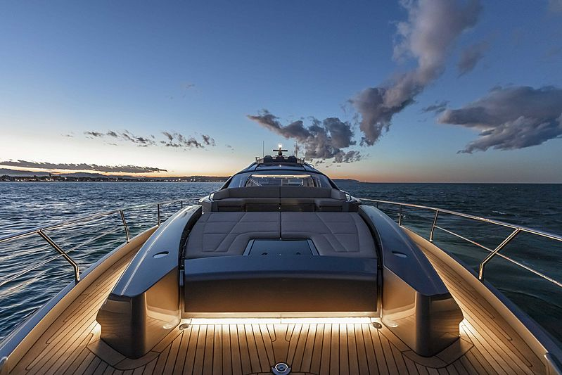 Pershing 8X yacht foredeck