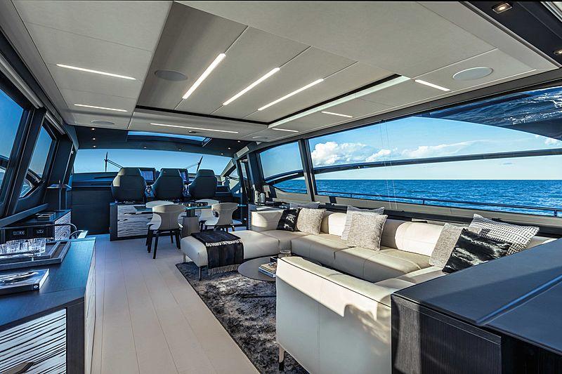 Pershing 8X yacht saloon