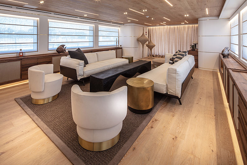 Mimi La sardine yacht main saloon