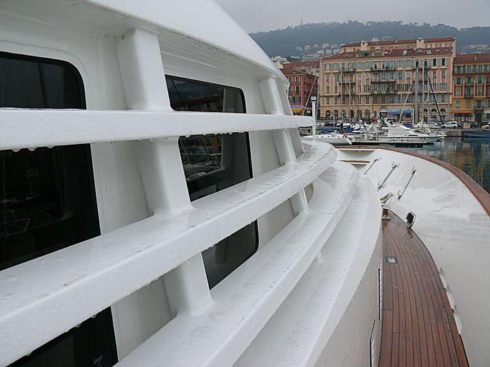 Timeless yacht sidedeck