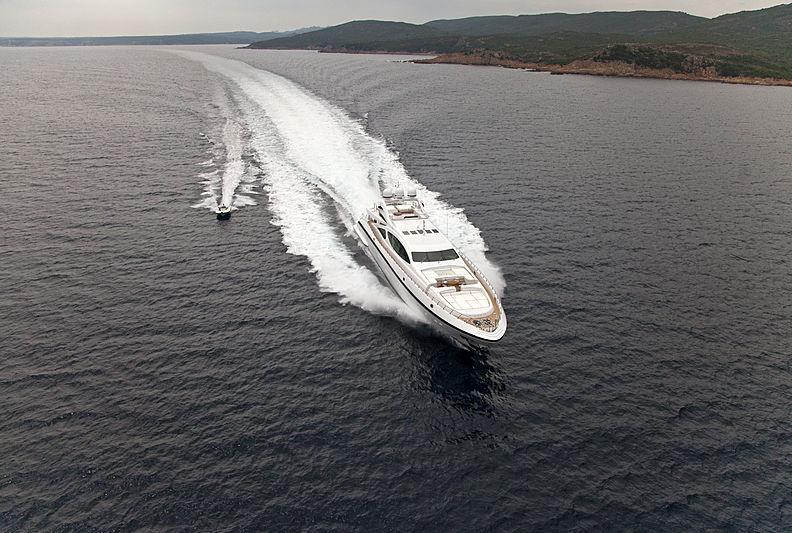 Rush yacht cruising