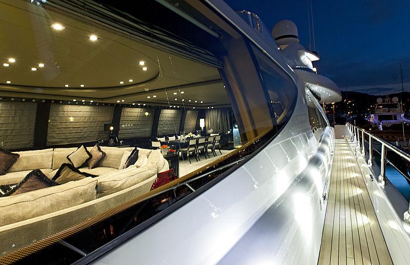Rush yacht sidedeck