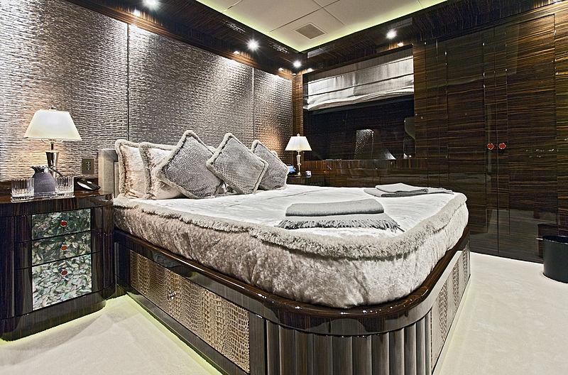 Rush yacht guest cabin