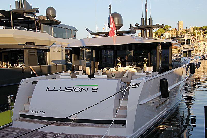 Illusion 8 yacht in Cannes